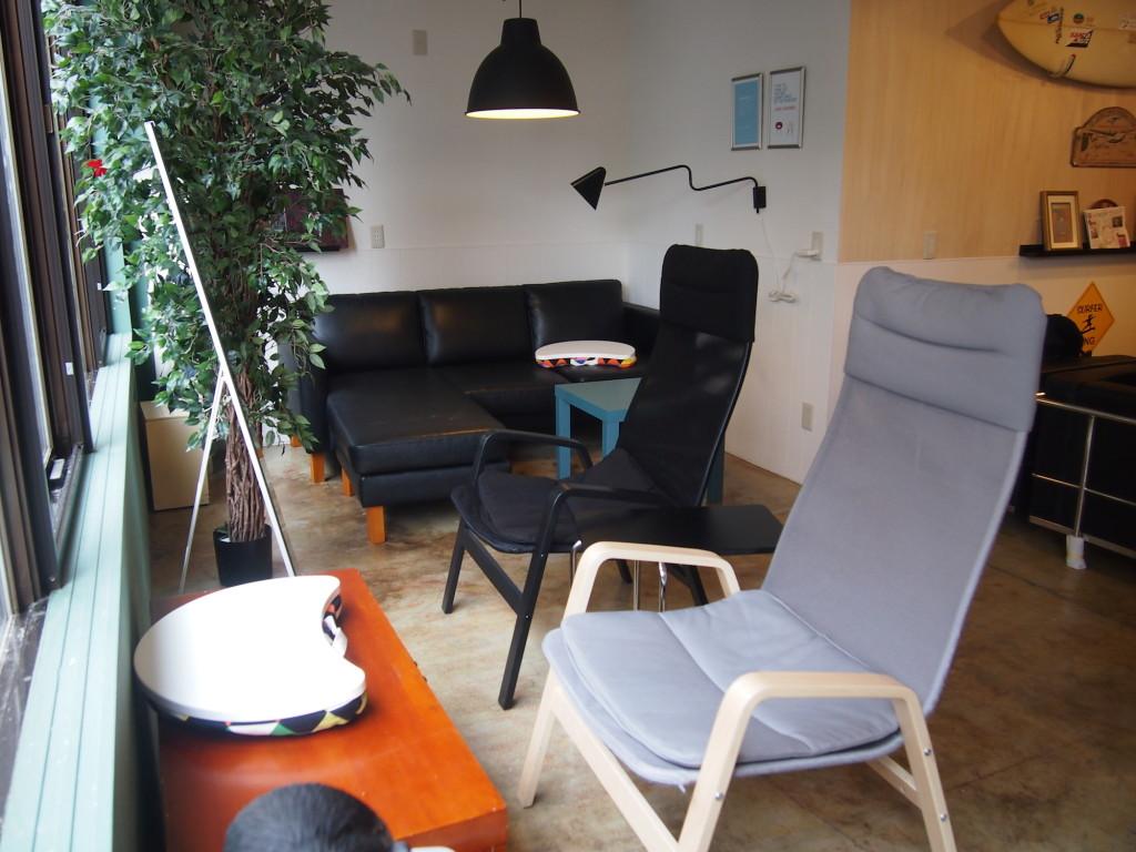 リフレッシュできそうな多様な種類の椅子