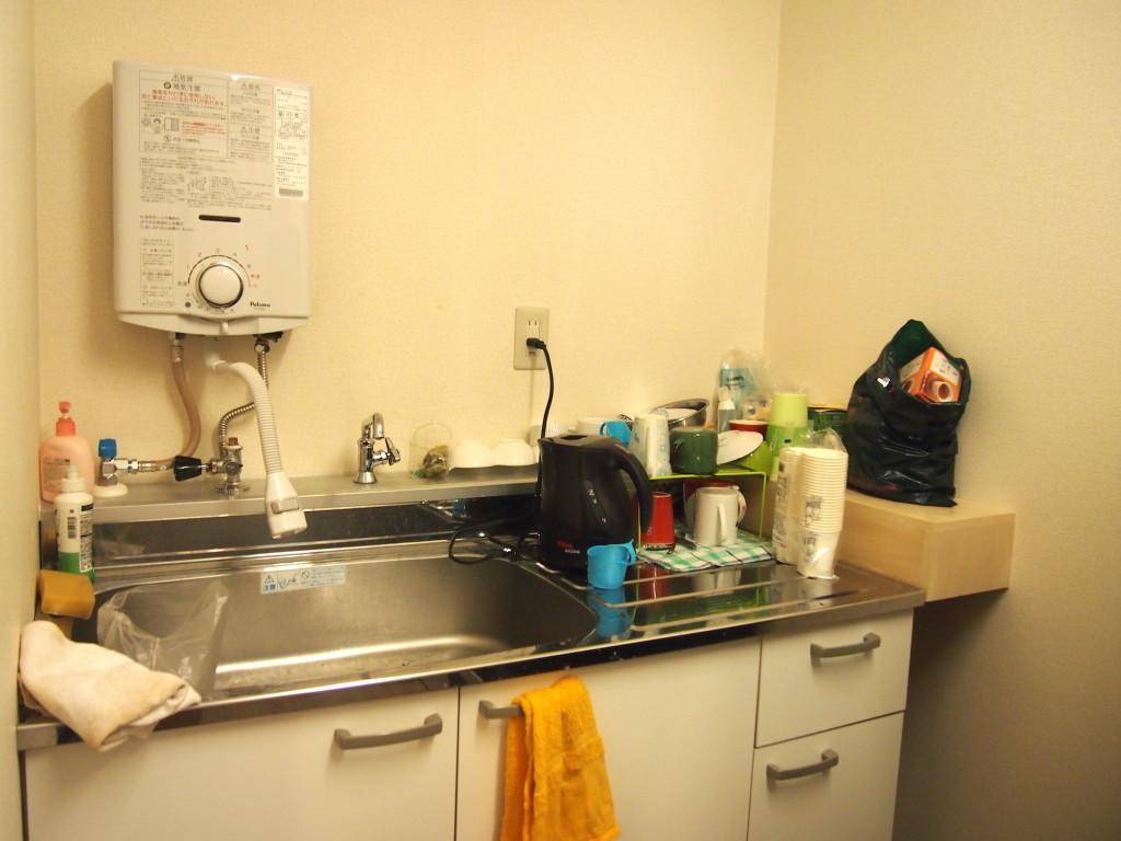 便利なキッチン、ポットも完備