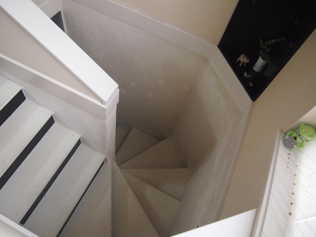 2回へつづく階段