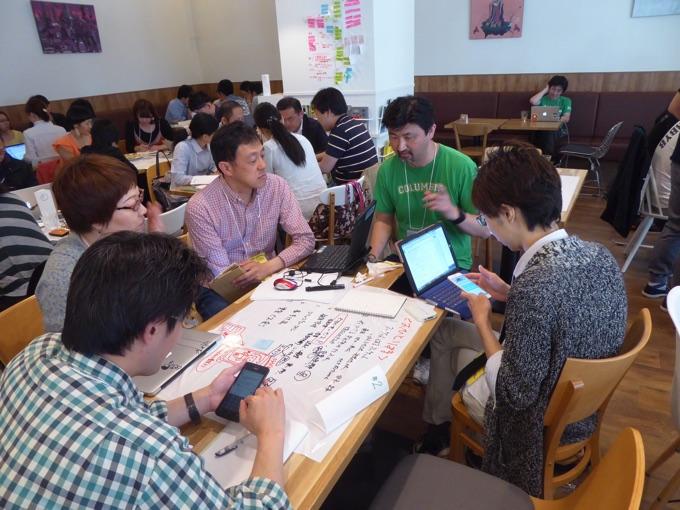 写真右から2人目は北海道情報大学の安田光孝さん。得意分野はWebマーケティング、Webビジネス、デザイン、UX。
