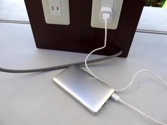 携帯の充電はもちろん、バッテリーの充電も可能です