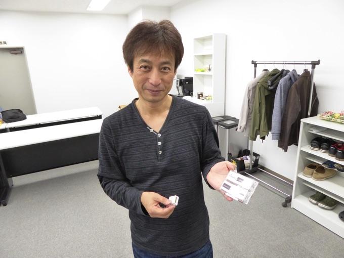 代表取締役の坂下賢司さんに持っていただいているのは…