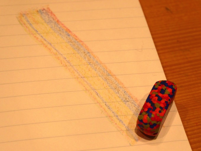 モネの色彩を混ぜ込んだクレヨン「DOT MUSEE CRAYON」アップ