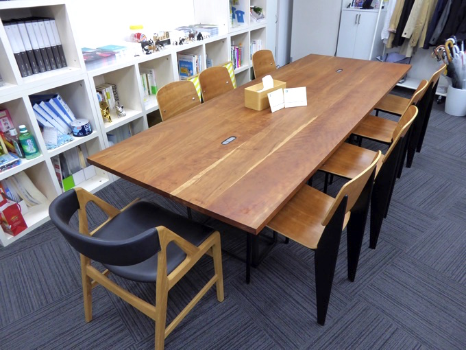 社内の会議机