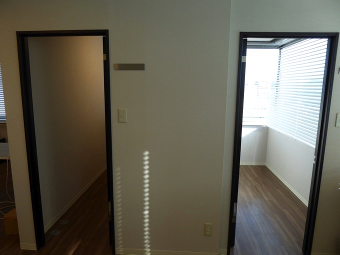 9Fオフィス内には2つの部屋が入ります。入ってみると…