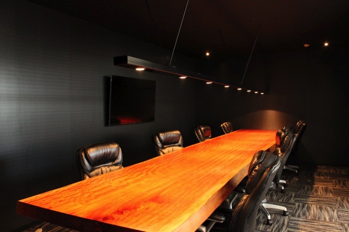 9階の会議室1。斜めからの視線