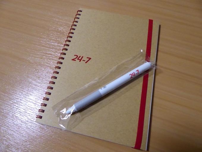 おみやげのノートとペン