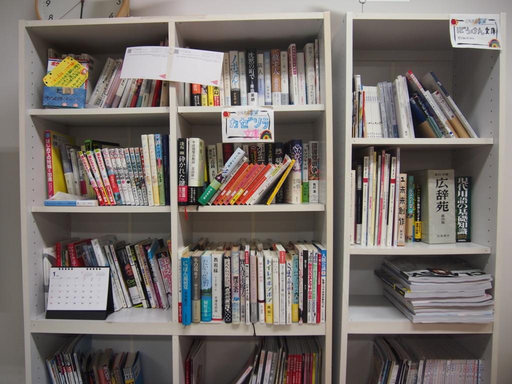 漫画、文庫本、新書、辞書など書籍充実