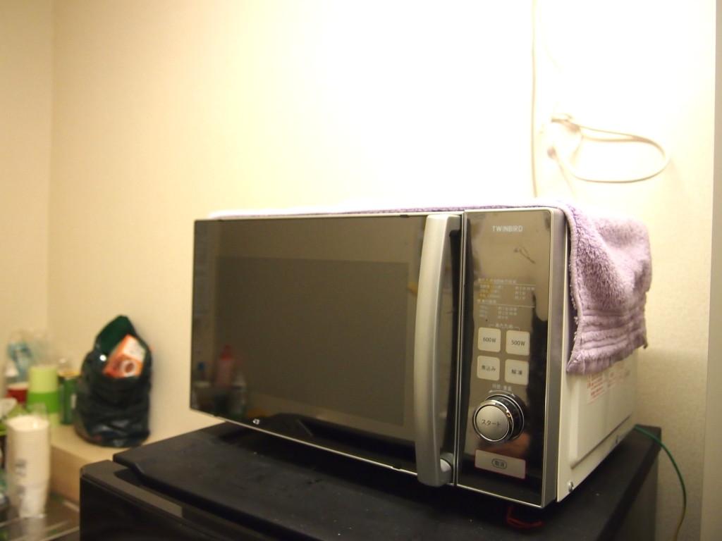 簡単に飲食物を温められる時代の利器電子レンジ