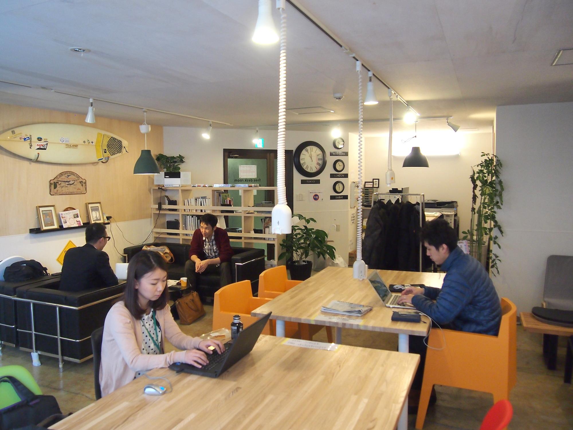 JOBUIE(南2東2)に行ってみた – 西海岸のカフェをイメージした、オシャレなシェアオフィス
