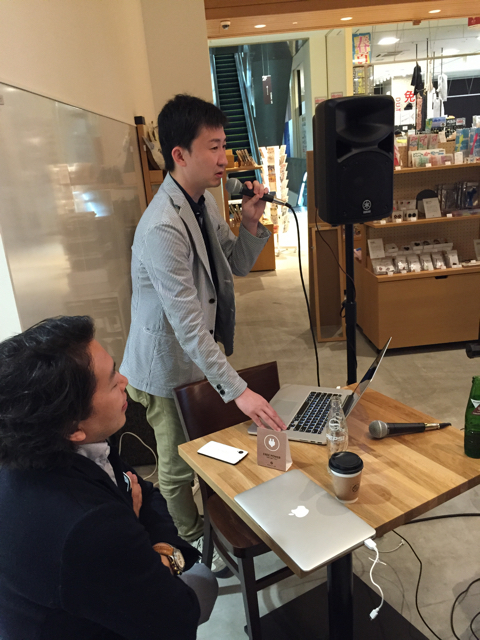 左から:藤井さん、池田さん お二人ともMac使い…!