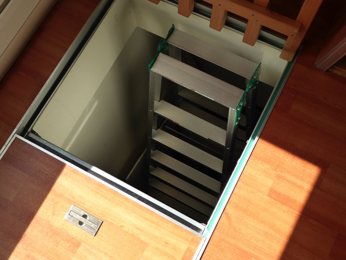 地下室への入り口