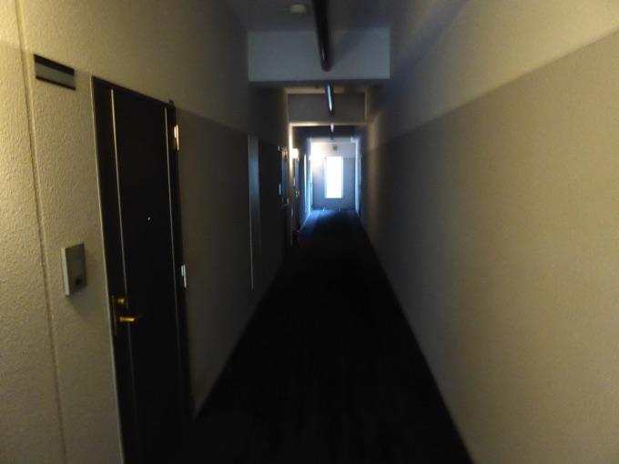 廊下を進みます