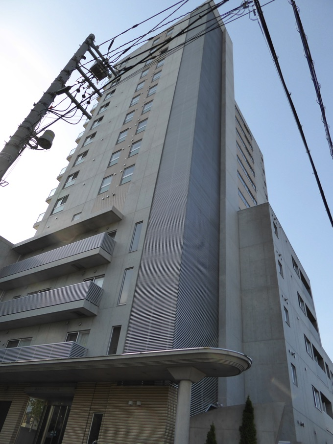 Rafaye Tower外観、縦