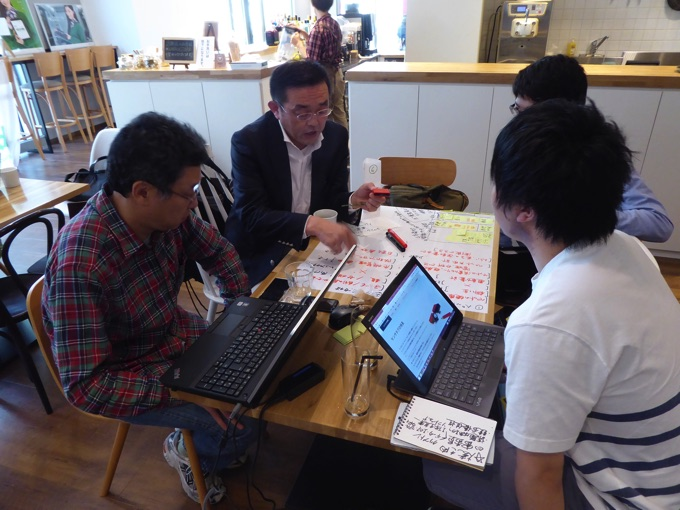 写真左から2人目はリージョンズ株式会社代表取締役高岡幸生さん。得意分野はビジネス・コンセプト、サバイバル、営業、人材。