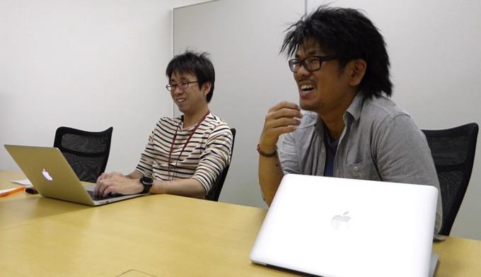 (写真左)モバイルアプリサービス部アプリケーションエンジニアの小室啓さん (写真右)AWSコンサルティング事業部ソリューションアーキテクトの佐々木大輔さん