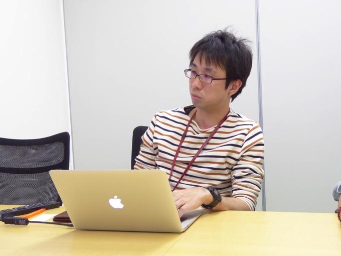 (写真左)モバイルアプリサービス部アプリケーションエンジニアの小室啓さん