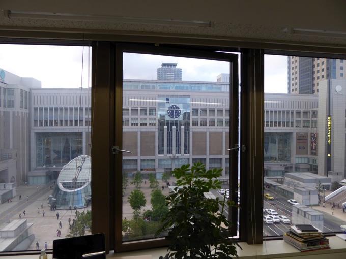 窓からはなんと札幌駅が見えるという大変良い景色!