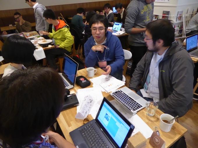 写真中央はビットスター株式会社代表取締役、前田章博さん
