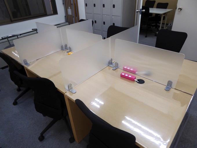 このような机で仕事することができます!