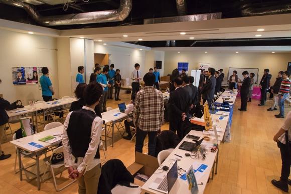 およそ50名ほどのスタッフと企業出展者が集まります。