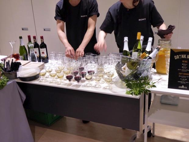 たくさんの赤ワインや白ワイン