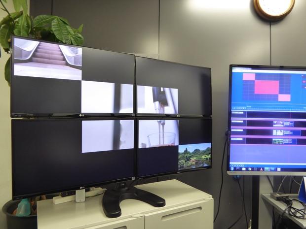 右のソフトで表示領域を設定。左のモニタに反映