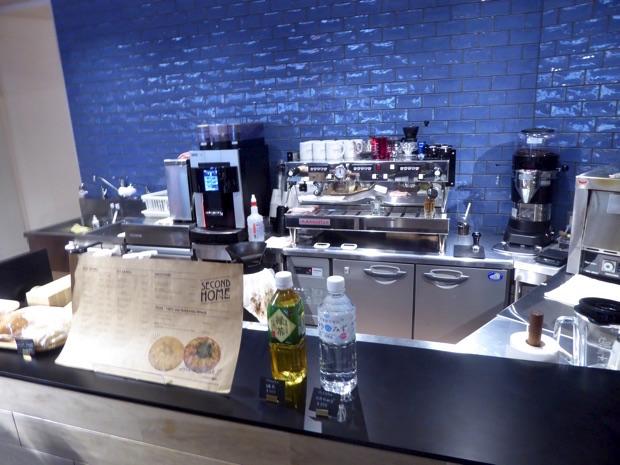 Café&Bar SECOND HOME。コーヒーが苦手な方にはお茶と水もあります