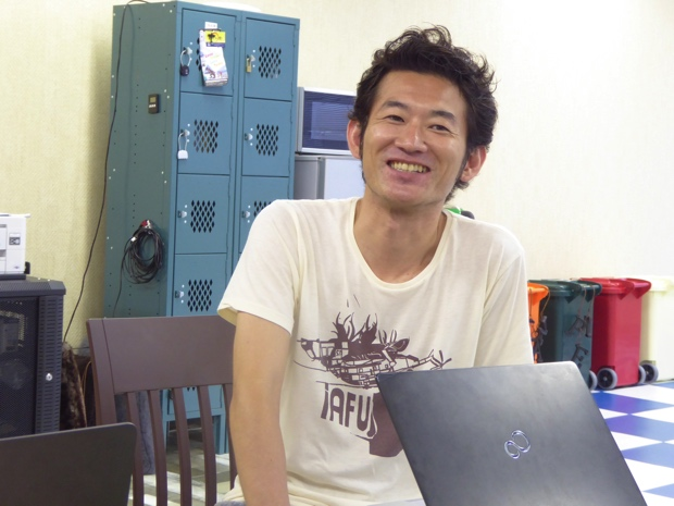 デリバリーイノベーション本部 札幌テクノロジーインテグレーション室 室長の川崎進さんへのインタビュー風景。笑顔