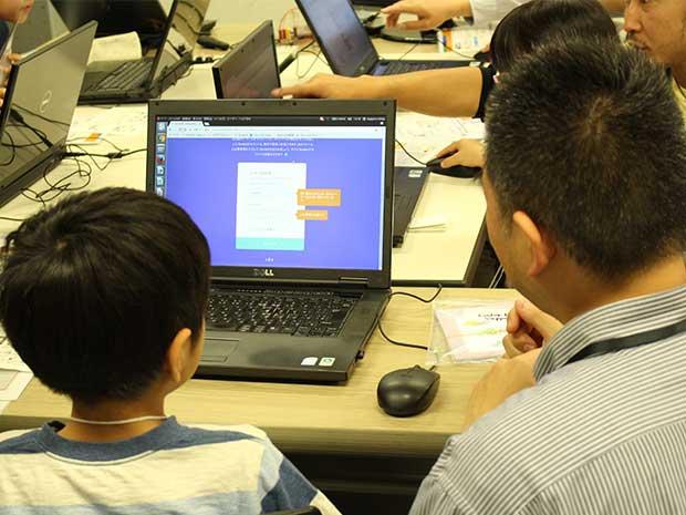 「子どものための無料プログラミング・クラブ」の様子