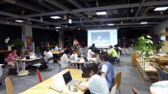 ハンズオン形式の講座。参加者はあらかじめBlenderをインストールしたパソコンを持参することが参加条です。集まった参加者は24名