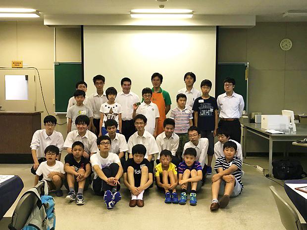 参加者と琴似工業高校の情報技術科スタッフで記念撮影!