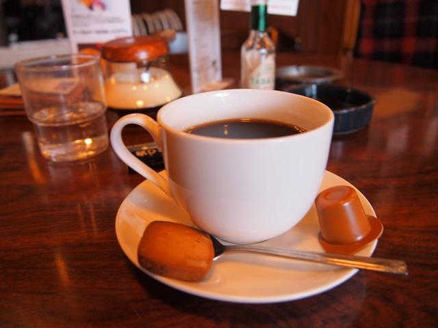街中であることを忘れ、のんびりと過ごせる喫茶店「紙ひこうき」