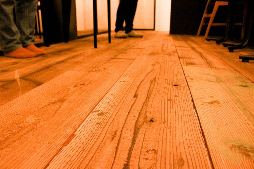 床のアップ