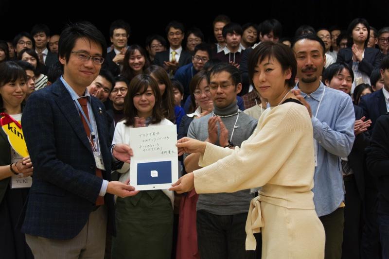 札幌地域クラウド交流会、3回の開催を成功させ、プラチナオーガナイザーに認定される主催者の濱内さん(写真左)
