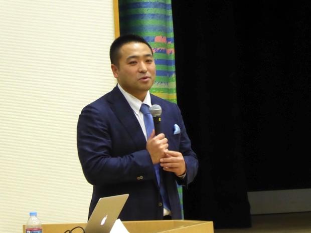 講演を行うエコモット株式会社代表取締役の入澤拓也さん(2枚目)