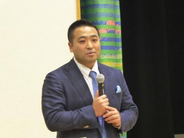 講演を行うエコモット株式会社代表取締役の入澤拓也さん
