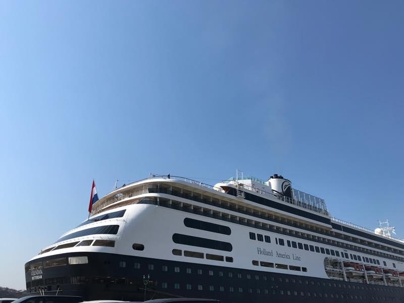 大型客船フォーレンダムが釧路に寄港