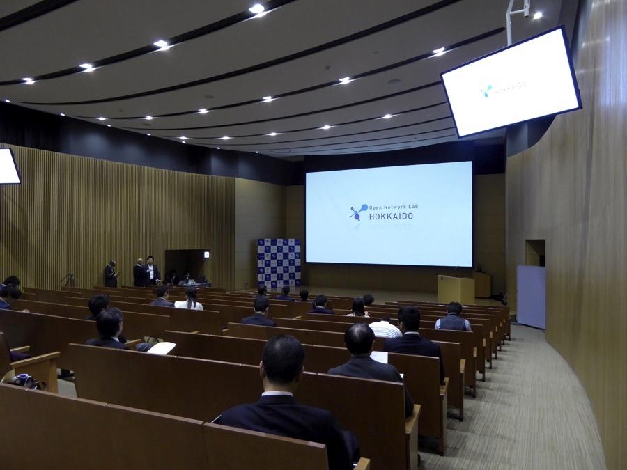 北海道大学工学部フロンティア応用科学研究棟レクチャーホール