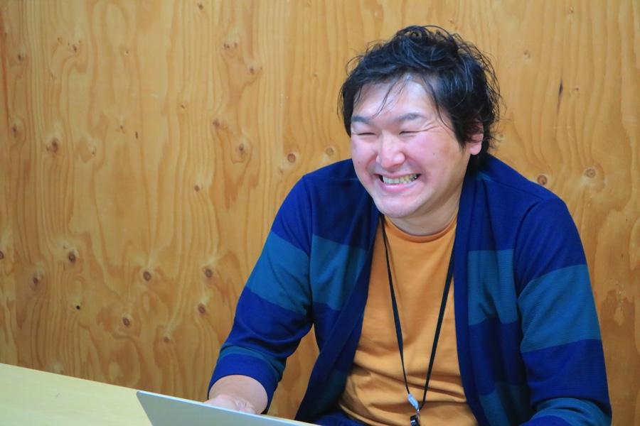 にこやかなAIQの代表取締役社長CEO、高松睦さん