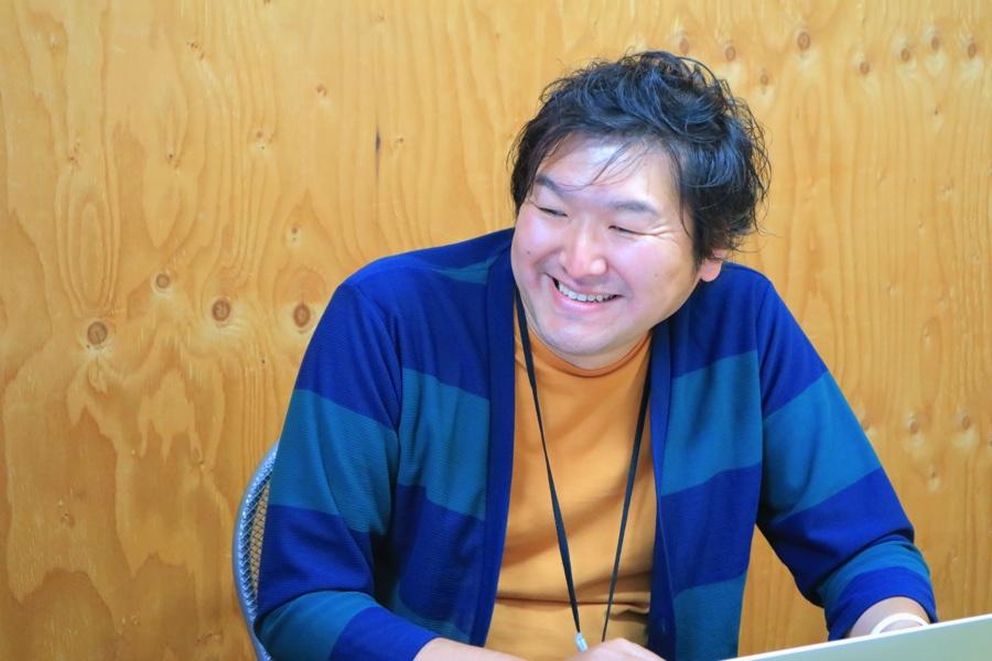 笑顔のAIQの代表取締役社長CEO、高松睦さん