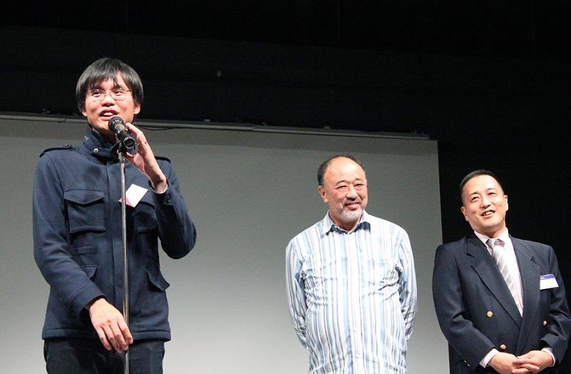 表彰式の挨拶写真