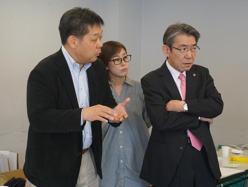 ハッカソンにて四宮琴絵氏と釧路市長 蝦名大也氏