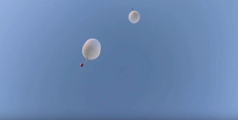 空に打ち上がったIchigoJamを積んだ気球