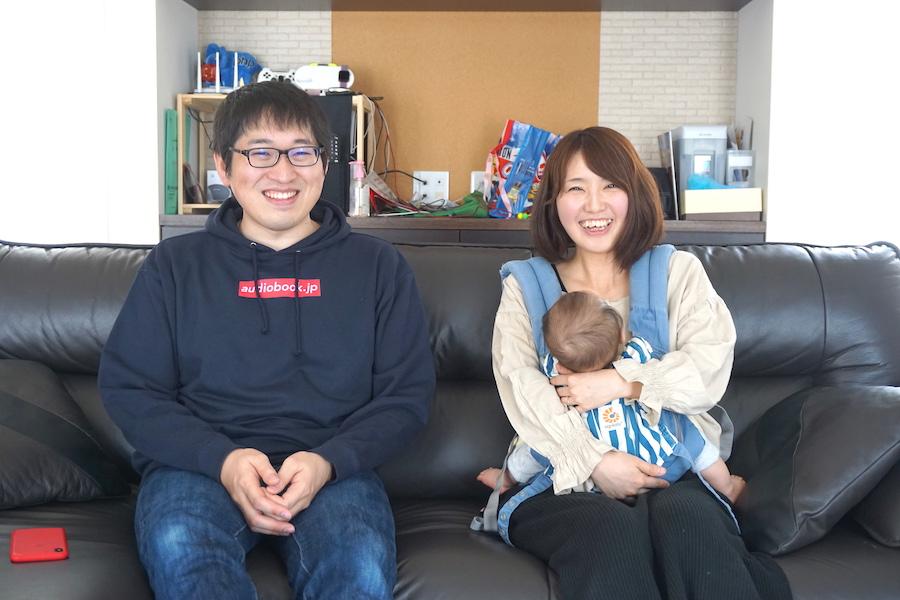 「子育てシェア」アプリ 釧路ママサポーターの佐藤真実さんと夫の佐藤佳祐さん