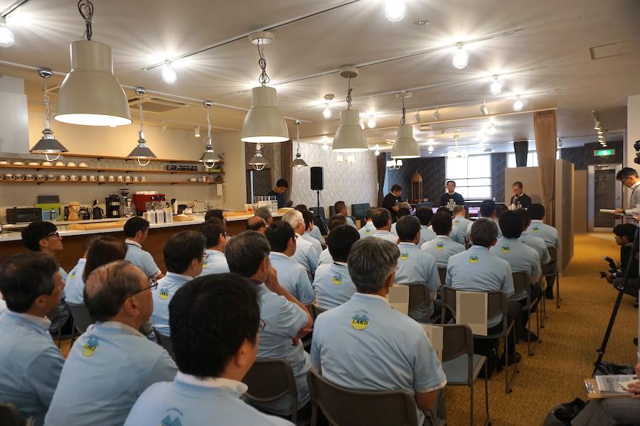 帯広市の事業創発拠点「とかちのやりたい実現カフェ LAND(ランド)」の内覧会の様子