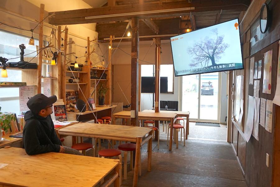 津別町のコワーキングスペース「JIMBA(ジンバ)」のカフェスペース