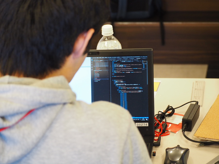 「Web×IoT メイカーズチャレンジ」の作業風景