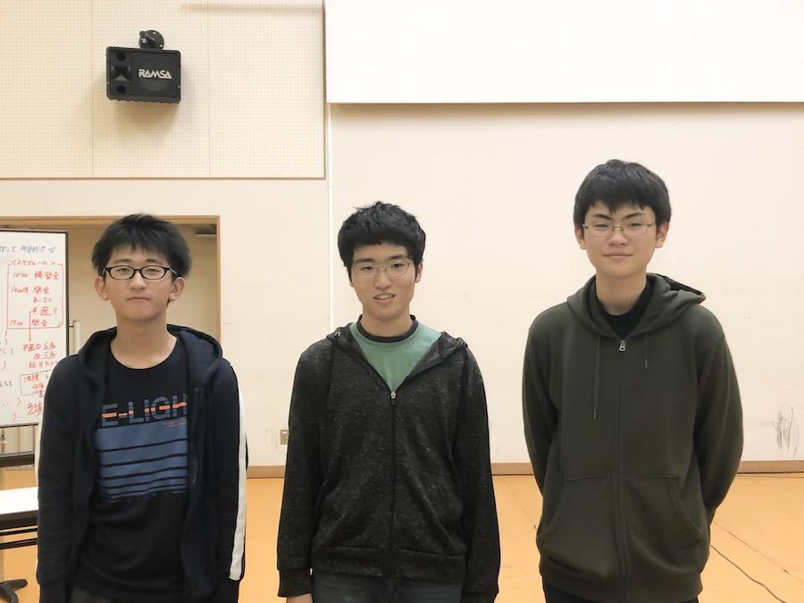 U-16プログラミングコンテスト釧路大会の上位3位になった3名