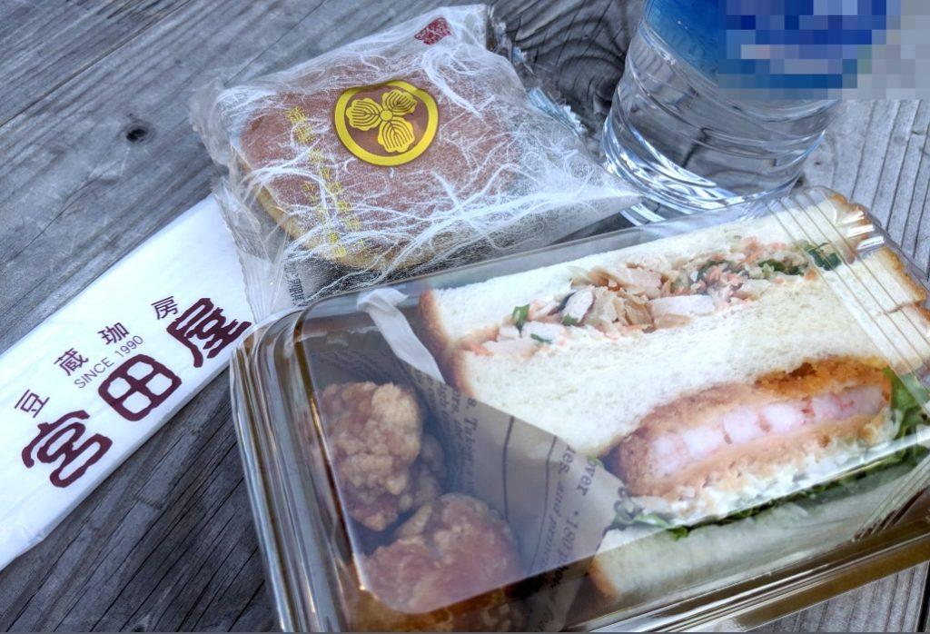 「宮田屋珈琲」のサンドイッチと、函館千秋庵総本家どら焼きも提供!